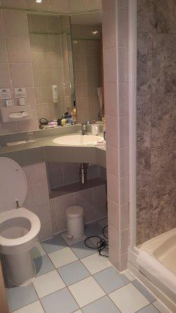 Days Hotel London- Waterloo: funcional limpio y toallas limpias cada dia.