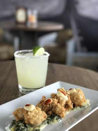 Hampton Bays, Νέα Υόρκη: The happiest hours in the Hamptons - don't miss our Happy Hour!
