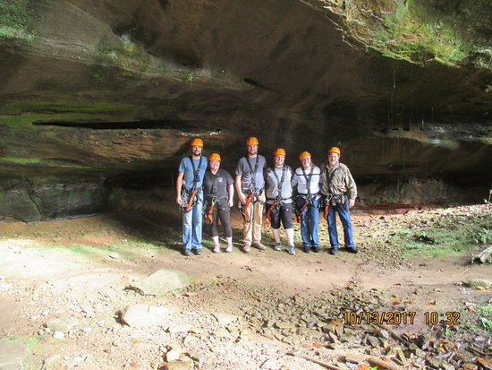 Rockbridge, Огайо: One of the caves at Soaring Cliffs