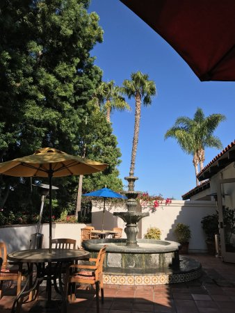Best Western Plus Hacienda Hotel Old Town: sunny lobby patio