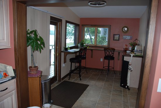 Penn Yan, NY: Annex with guest refrigerator and wine chiller
