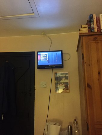 Ferndown, UK: Terrible tv and picture