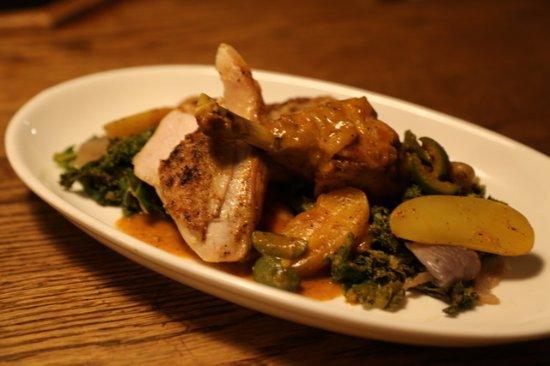 Bowen Island, كندا: Farm crest chicken stewed with saffron & green olives, served on sautéed kale