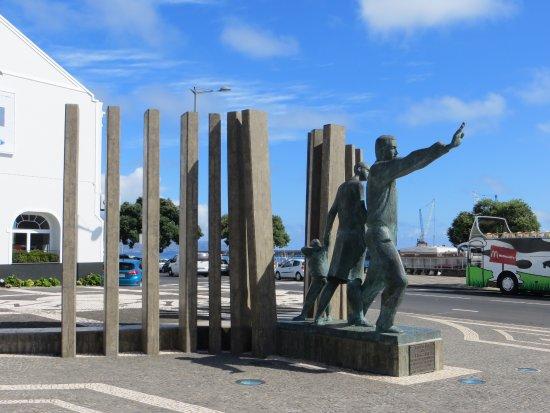 Monumento ao Emigrante
