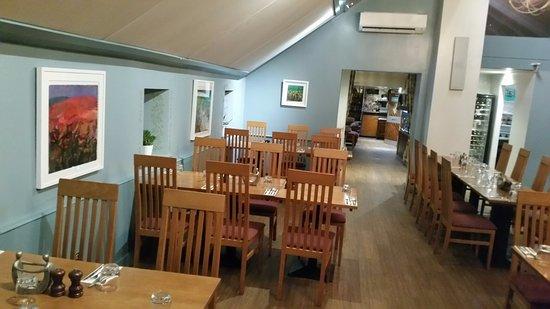 Plympton, UK: The main dining area.