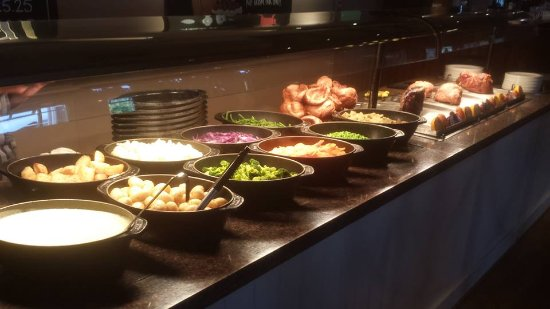 Kettering, UK: Carvery Served 11.30am until 9pm everyday