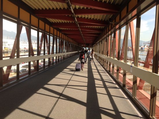 Nord-Vancouver, Canada: LONG corridor at that end