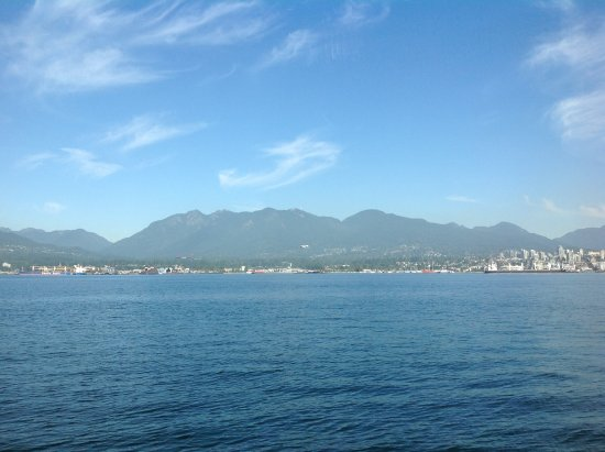 North Vancouver, Canadá: Smooth sailing on a beautiful afternoon