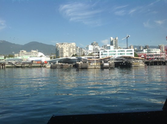 North Vancouver, Kanada: Boat docking port straight ahead