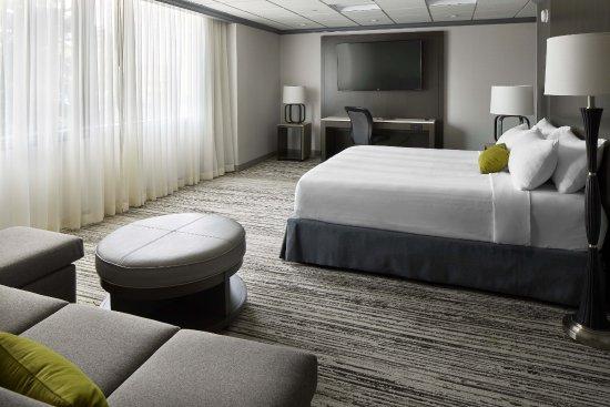 Cincinnati Airport Marriott: KIng Studio Suite
