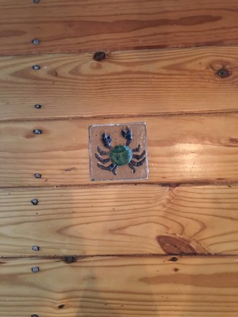 Port Haywood, VA: This is my favorite detail. Little crab tiles inlayed into the hardwood flooring. AMAZING!