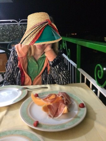 Il Nido Hotel Sorrento: prosciutto and melon appetizer on the dining room balcony