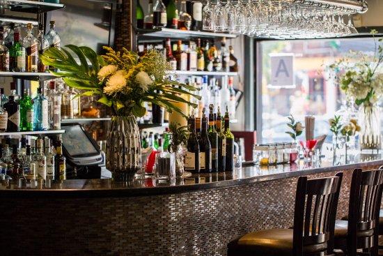 Jackson Heights, NY: Bar