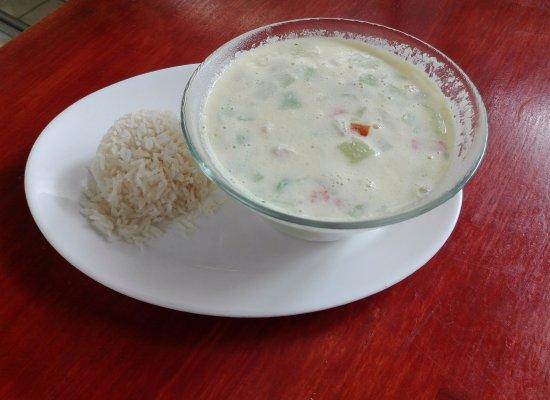 Atenas, Kosta Rika: deliciosa sopa de pollo con coco ven a disfrutarla aqui Restaurante Rinconcito Familiar