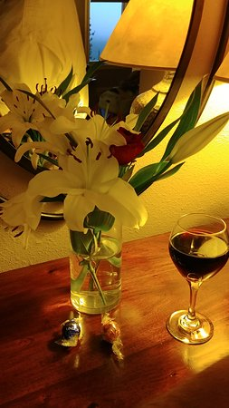 The Silver Lake Lodge : These are a few of my favorite things! Fresh flowers, chocolate and wine.