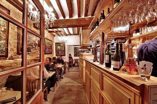 Le poulbot paris 18th arr buttes montmartre restaurant reviews phone number photos - Restaurant la grille paris 10 ...
