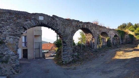 """Penta-di-Casinca, فرنسا: Aqueduc vue """"Domane à tè"""""""