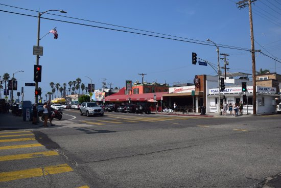 Oakwood Marina Del Rey: Many restaurants 5 minutes walk away