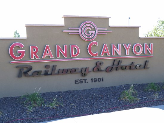 Grand Canyon Railway Hotel: Sign at the entrance