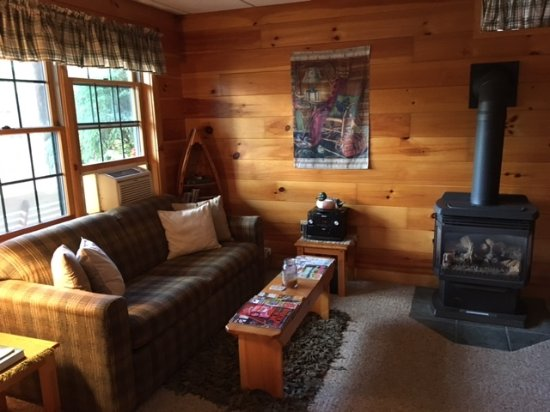 Water's Edge Cabins: The Cove sitting area