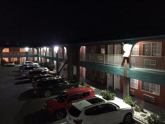 Sandia Peak Inn Motel : Well Lit - Safe at Night, Good Neighborhood too.
