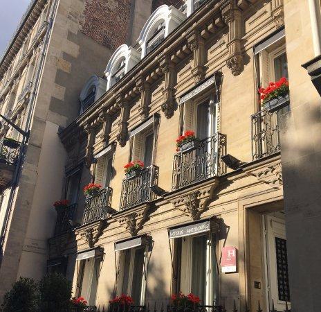 Hotel de Latour Maubourg: front of hotel