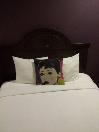 Alura Inn: Photo of bed