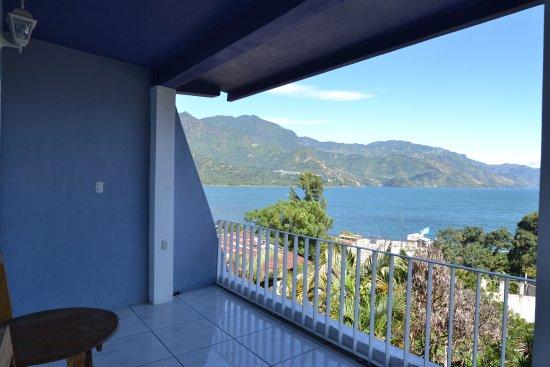 San Juan la Laguna, Guatemala: Contemplación del Lago de Atitlán, desde el segundo nivel de Hotel Pa Muelle