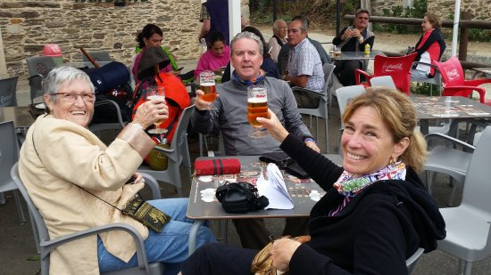 Lavacolla, Spain: A well deserved beverage on the hotel patio after a long day on the Camino