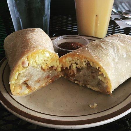 San Marcos, Californië: Breakfast burrito with Hash Brown...delicious!