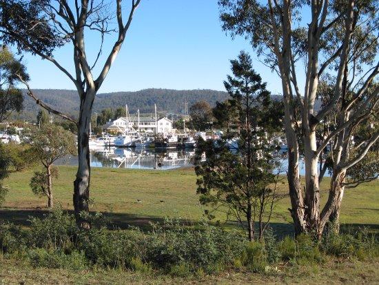 Triabunna, Australia: Fishing boats and hotel 2014
