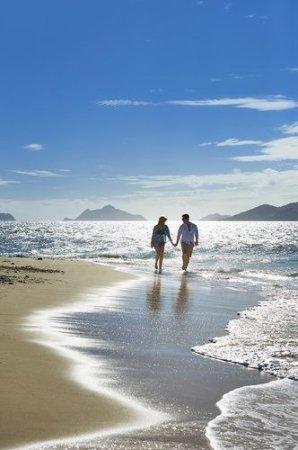 Tadrai Island Resort: Enjoying Tadrai Beach