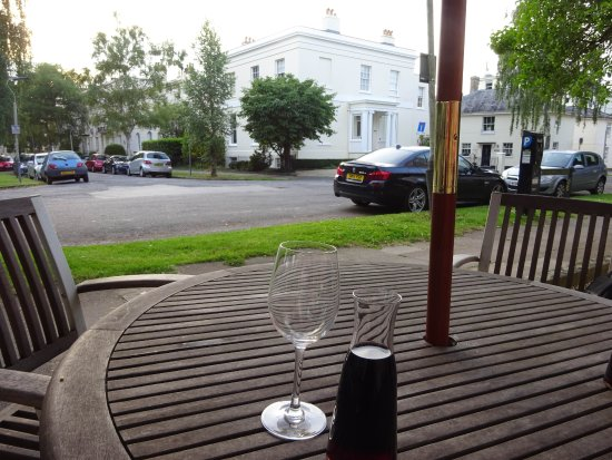 Clarence Court Hotel: Clarence Court restaurant outdoor dining
