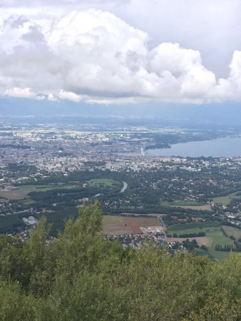 Telepherique du Saleve: View from the top, you can see lake Geneva, Geneva and other landmarks