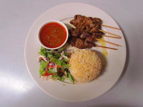 Dargaville, Nuova Zelanda: Pork Kebabs with fried rice and dipping sauce