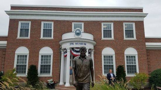 John F Kennedy Hyannis Museum: Front of Museum