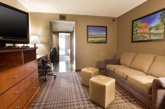 Jackson, MO: Two-Room-Suite