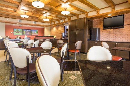 Jackson, MO: Dining Area
