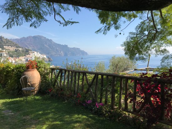 Santa Caterina Hotel: One of the beautiful gardens with a view