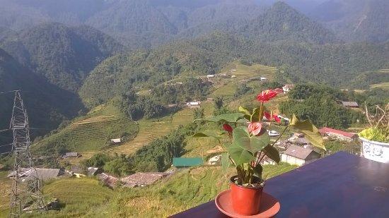 Lao Cai, Vietnam: Khung cảnh bản Cát Cát từ view quán cà phê.