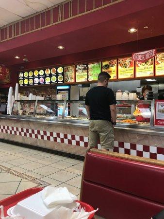 Etiwanda, CA: Cenando en este restaurante asiatico en el corazon de Rancho Cucamonga! Buenos Precios, ambiente