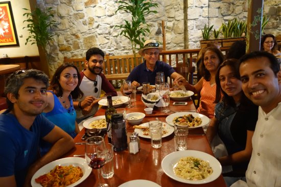 Boskos Trattoria: group photo!