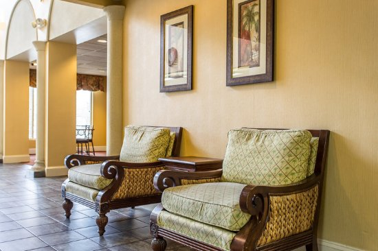 Comfort Suites at the University: Lobby