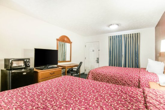 LaGrange, GA: Guest room