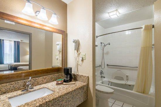 Shawnee, Оклахома: Double bed room