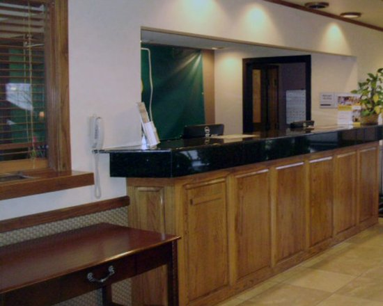 Searcy, AR: front desk