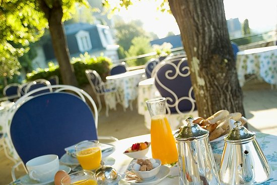 Rochecorbon, France: Breakfast