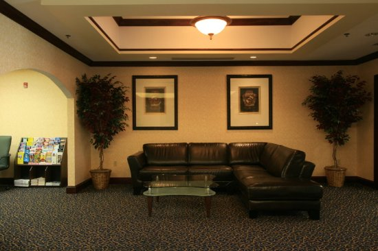 Middleboro, MA : Hotel Lobby