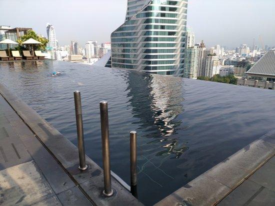 The Okura Prestige Bangkok: Infinity style pool