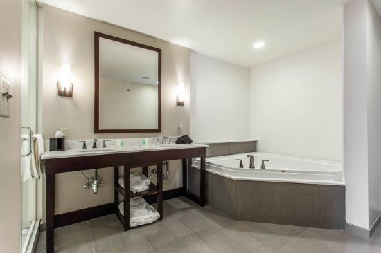 Youngstown, OH: Guest Room Bathroom